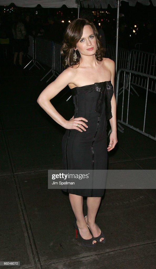 "Cinema Society Screening Of ""The Twilight Saga: New Moon"" - Outside Arrival"