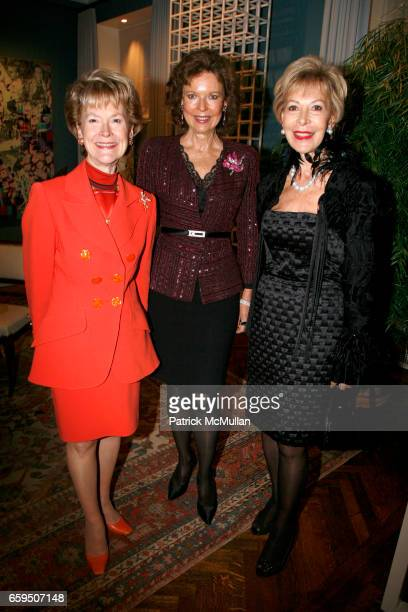 Elizabeth Stribling Margo Langenberg and Anka Palitz attend AGNES GUND and the NEW YORK WOMEN'S FOUNDATION host a gathering for the Fall Dinner...