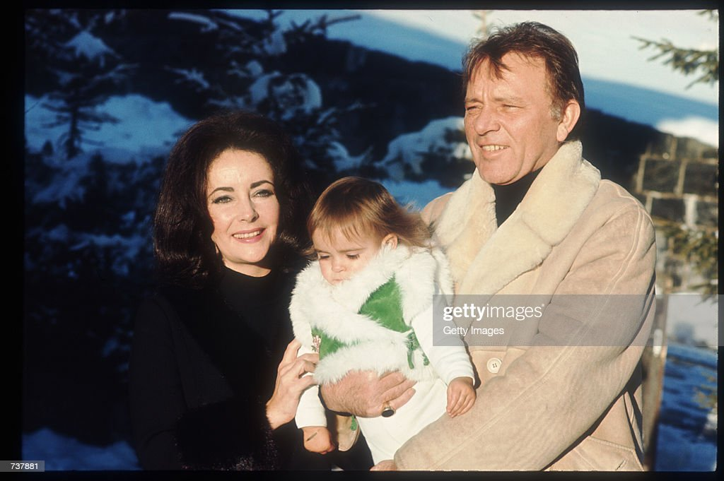 Elizabeth Taylor And Richard Burton : News Photo