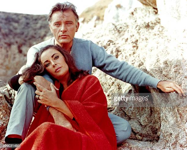 """Elizabeth Taylor and Richard Burton on the film set of """"The Sandpiper"""" in 1965."""