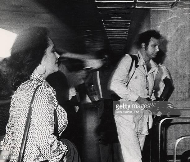 Elizabeth Taylor and Ron Galella