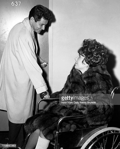 Elizabeth Taylor Arrives in New York after Lond illnessLiz Taylor and Eddie Fisher as they arrive at the Idlewild International Hotel at Idlewild