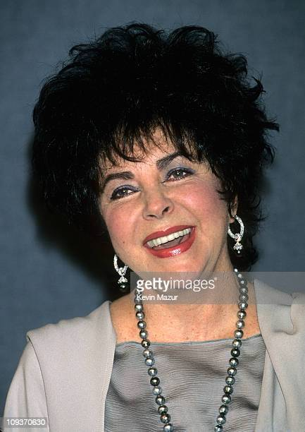 Elizabeth Taylor attends the National Press Club on July 22, 1996.