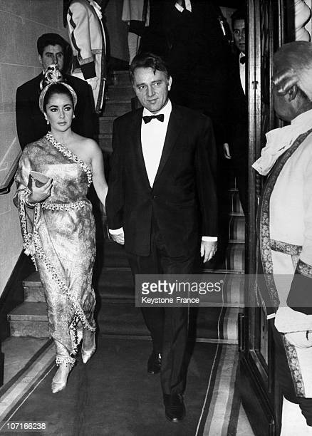 Elizabeth Taylor dressed in an Hindu sari with her husband Richard Burton arrived at the Lido Night on December 2 1967 in Paris France