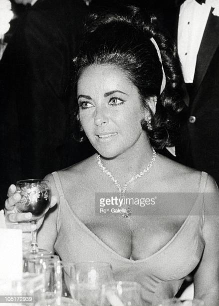 Elizabeth Taylor during 42nd Annual Academy Awards at Dorothy Chandler Pavilion in Los Angeles, California, United States.