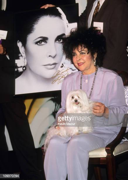 Elizabeth Taylor introduces fragrance Black Pearls at Macy's in 1989 in New York City