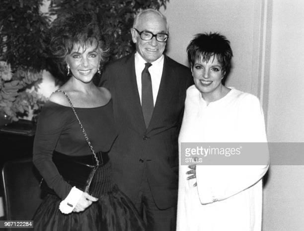 Elizabeth Taylor Malcolm Forbes et Liza Minelli le 28 novembre 1987 au Carnegie Hall à New York EtatsUnis