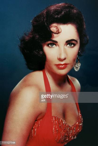 Elizabeth Taylor poses for a portrait session circa 1950's in the USA