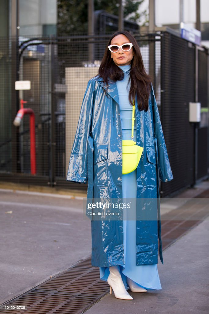 Street Style : Paris Fashion Week Womenswear Spring/Summer 2019 : Day Four : News Photo