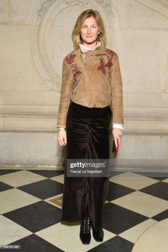 elizabeth-von-guttman-attends-the-christian-dior-haute-couture-spring-picture-id908761466