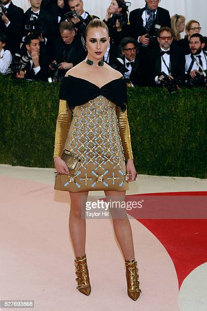 """Elizabeth von Thurn und Taxis attends """"Manus x Machina: Fashion in an Age of Technology"""", the 2016 Costume Institute Gala at the Metropolitan Museum..."""