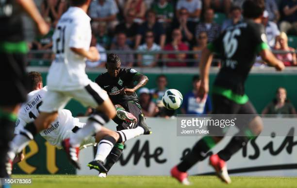 Eljero Elia of Bremen scores his team's first goal during the DFB Cup first round match between Preussen Muenster and Werder Bremen at...