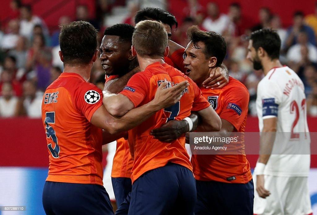 UEFA Champions League play-off match: Sevilla vs Medipol Basaksehir : Fotografía de noticias