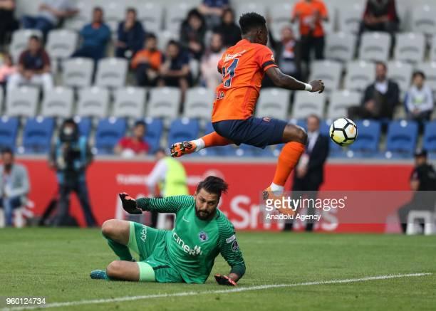 Eljero Elia of Medipol Basaksehir in action against Kasimpasa's goalkeeper RamazanKose during Turkish Super Lig soccer match between Medipol...