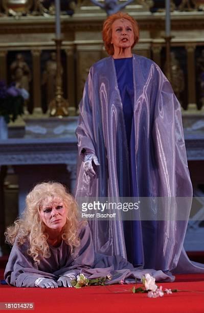 """Elke Sommer, Brigitte Grothum , """"Jedermann""""-Festspiele, , Berlin, Deutschland, Europa, Berliner Dom, Aufführung, Theater, Bühne, Auftritt,..."""