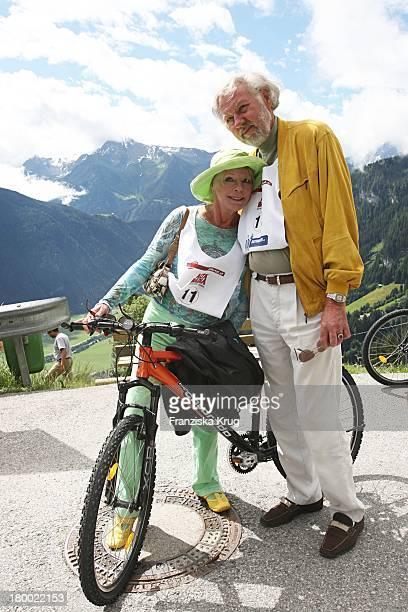 Elke Sommer Und Ehemann Wolf Walther Beim Grossen Grenzverkehr In Mayrhofen Am 160607