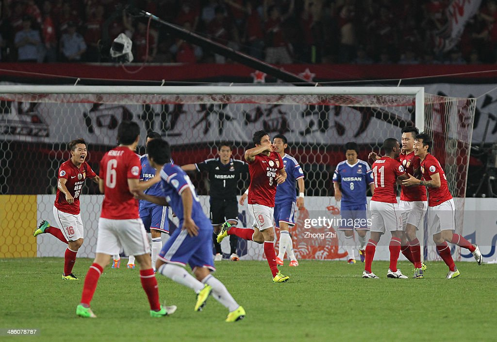 Elkeson de Oliveira Cardoso of Guangzhou Evergrande celebrates scoring a goal with team mates during the AFC Asian Champions League match between Guangzhou Evergrande and Yokohama F. Marinos at Tianhe Sports Center on April 22, 2014 in Guangzhou, China.