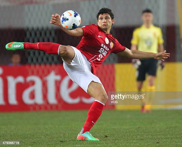 Elkeson of Guangzhou Evergrande shoots the ball during the AFC Asian Champions League match between Guangzhou Evergrande and Jeonbuk Hyundai Motors...
