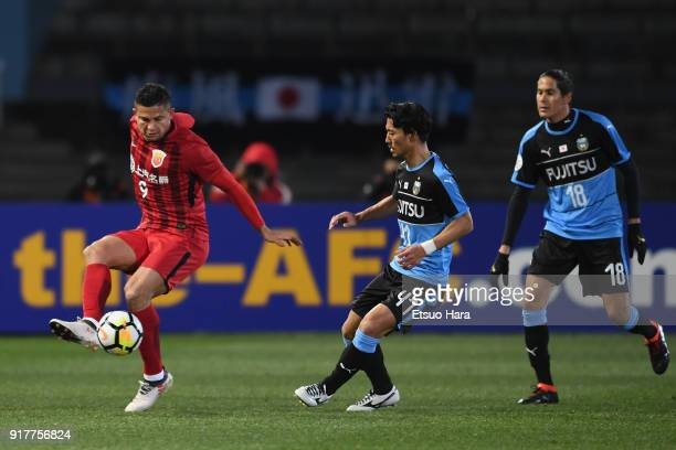 Elkeson of Shanghai SIPG and Akihiro Ienaga of Kawasaki Frontale compete for the ball during the AFC Champions League Group F match between Kawasaki...