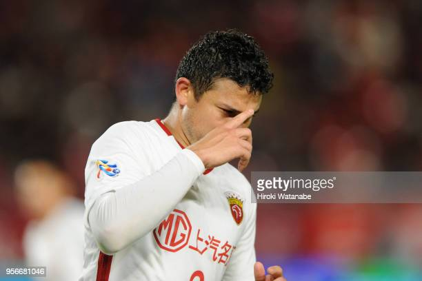 Elkeson of Shanghai SIPG celebrates scoring his side's first goal during the AFC Champions League Round of 16 first leg match between Kashima Antlers...