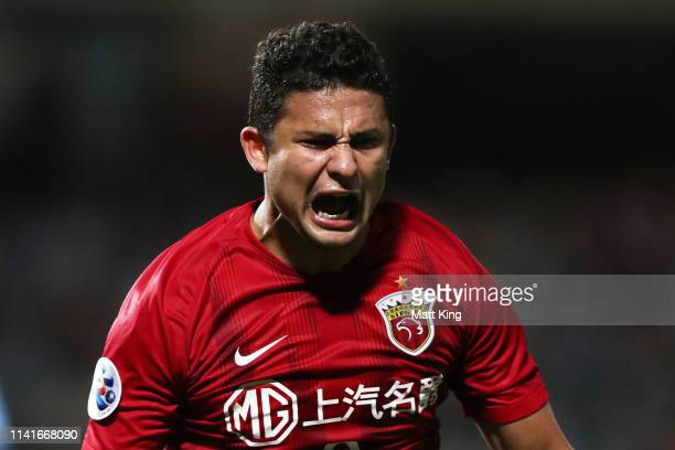Elkeson of Shanghai SIPG celebrates scoring the final goal during the AFC Asian Champions League match between Sydney FC and Shanghai SIPG at...