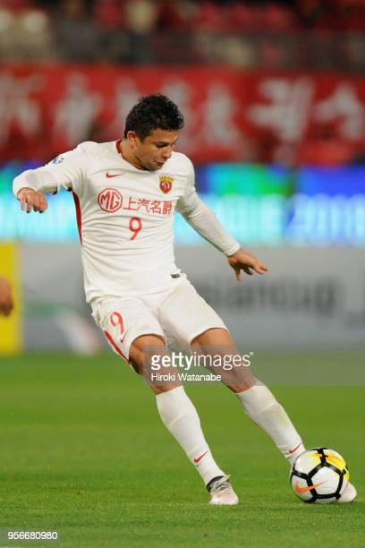 Elkeson of Shanghai SIPG shoots at goal during the AFC Champions League Round of 16 first leg match between Kashima Antlers and Shanghai SIPG at...