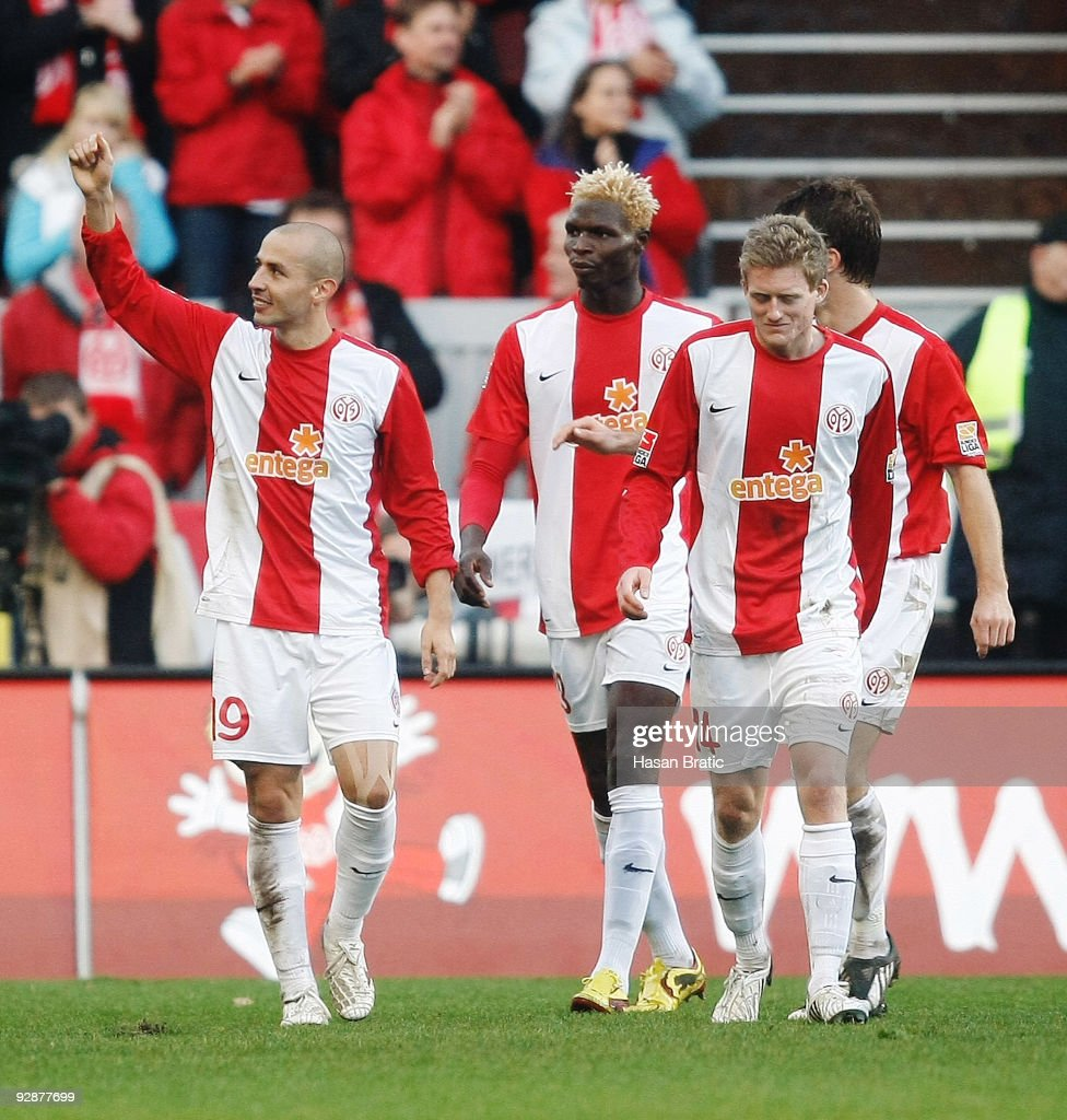 Elkin Soto of Mainz celebrates his first goal for his team ...