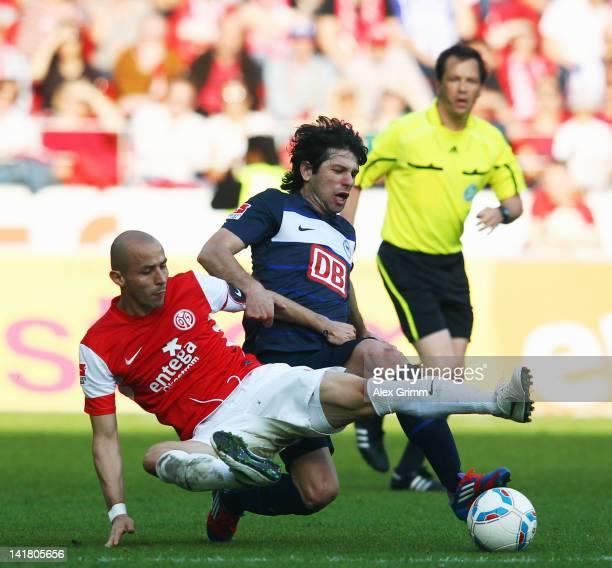 Elkin Soto of Mainz is challenged by Levan Kobiashvili of Berlin during the Bundesliga match between FSV Mainz 05 and Hertha BSC Berlin at Coface...