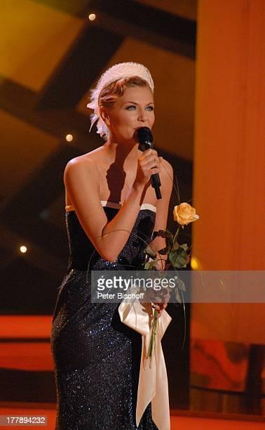 Ella Endlich ARD/ORFMusikshow 15 Preisverleihung Krone der Volksmusik Stadthalle Chemnitz Sachsen Deutschland Europa Auftritt Bühne Mikro singen...