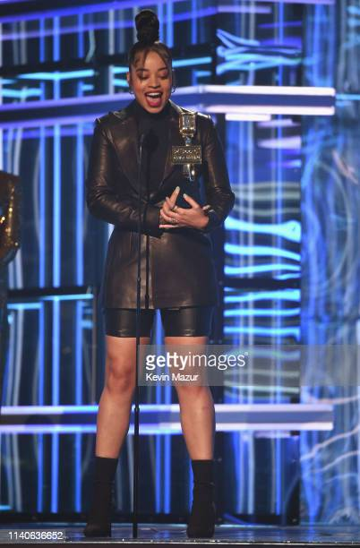 Ella Mai accepts Top R&B Artist onstage during the 2019 Billboard Music Awards at MGM Grand Garden Arena on May 1, 2019 in Las Vegas, Nevada.