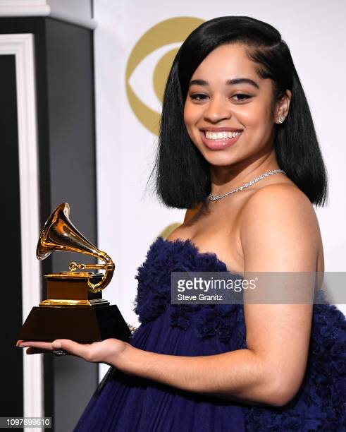 Ella Mai poses in the pressroom with award for Best RB Song during the 61st Annual GRAMMY Award at Staples Center on February 10 2019 in Los Angeles...