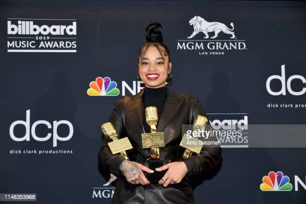 Ella Mai poses with the award for Top RB Artist in the press room during the 2019 Billboard Music Awards at MGM Grand Garden Arena on May 01 2019 in...