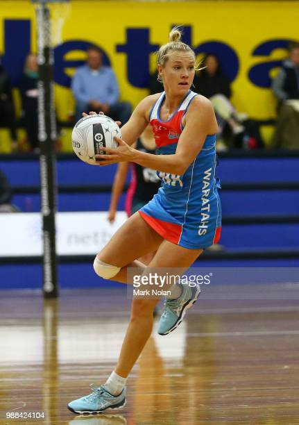 Elle Bennetts of the Waratahs in action during the Australian Netball League third place playoff between the NSW Waratahs and Victoria Fury at the...