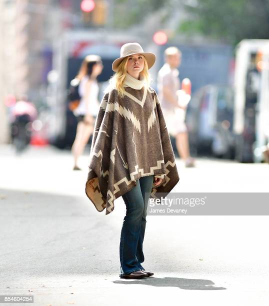 Elle Fanning seen on location for Woody Allen's untitled movie in Central Park on September 26 2017 in New York City