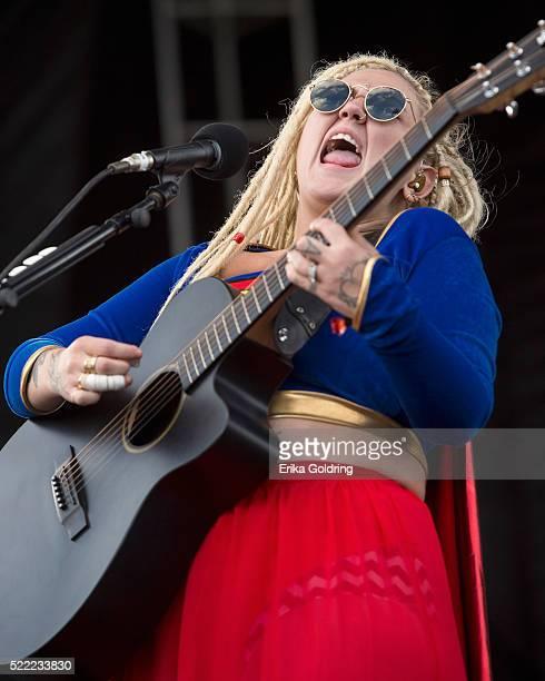 Elle King performs on April 17 2016 in Fort Lauderdale Florida