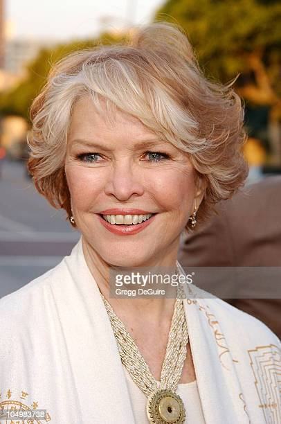 "Ellen Burstyn during ""Divine Secrets Of The Ya-Ya Sisterhood"" Premiere at Mann Village Theatre in Westwood, California, United States."