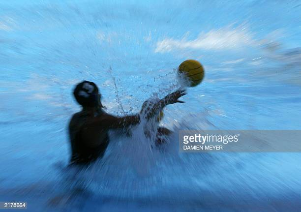 US Ellen Estes passes the ball during their preliminary match against Germany at the 10th World Swimming Championships in Barcelona 17 July 2003 AFP...
