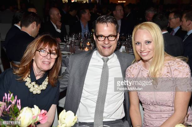 Ellen O'Neil Stephen Earl and Kelly Sinatra attend Housing Works' Groundbreaker Awards Dinner 2017 at Metropolitan Pavilion on April 26 2017 in New...
