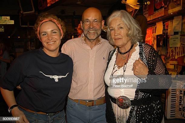 Ellen Schwiers , Tochter Katerina Jacob , deren Lebensgefährte Jochen Neumann, Party zum 75. Geburtstag von E l l e n S c h w i e r s, München/...
