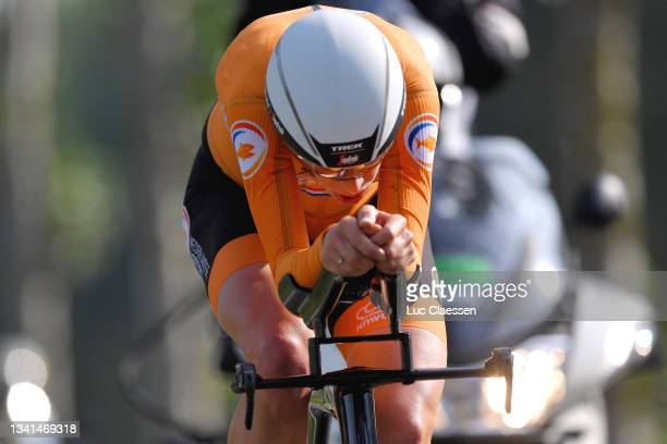 Ellen Van Dijk of Netherlands sprints during the 94th UCI Road World Championships 2021 - Women Elite a 30,30km Individual Time Trial race from...