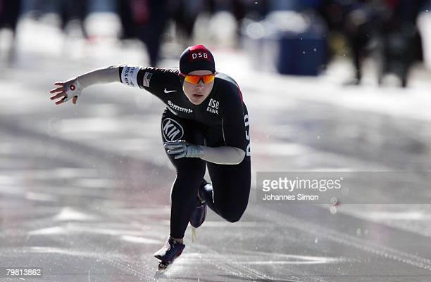 Elli Ochowicz of the USA competes in the 1000m heats during Day 2 of the Essent ISU Speed Skating World Cup at the Ludwig Schwabl Eisstadion on...