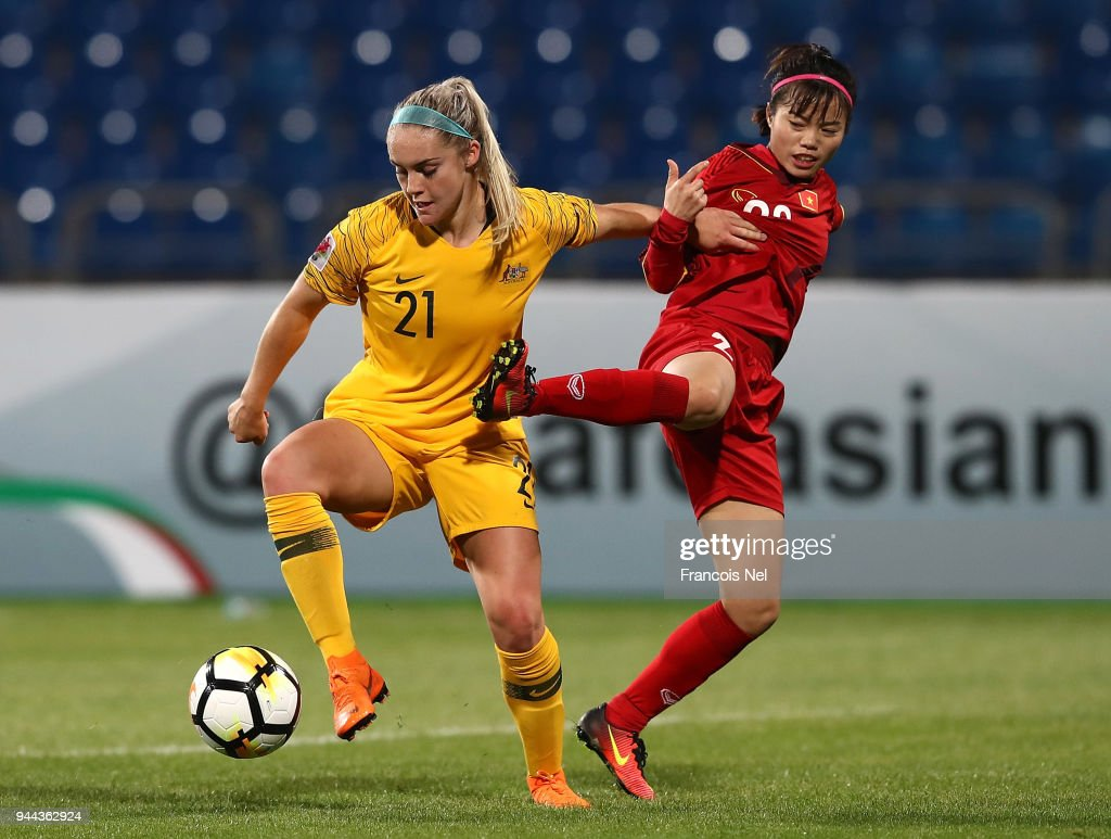 Ellie Carpenter of Australia and Pham Hoang Quynh of Vietnam in action during the AFC Women's Asian Cup Group B match between Vietnam and Australia at the Amman International Stadium on April 10, 2018 in Amman, Jordan.