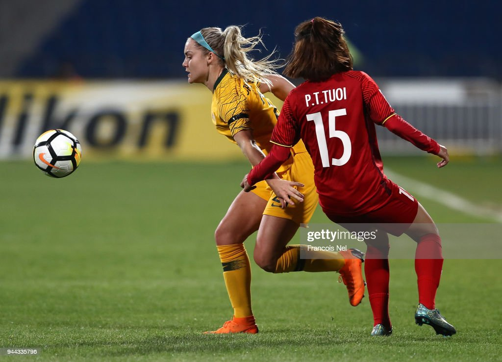 Ellie Carpenter of Australia battles for the ball with Pham Thi Tuoi of Vietnam during the AFC Women's Asian Cup Group B match between Vietnam and Australia at the Amman International Stadium on April 10, 2018 in Amman, Jordan.