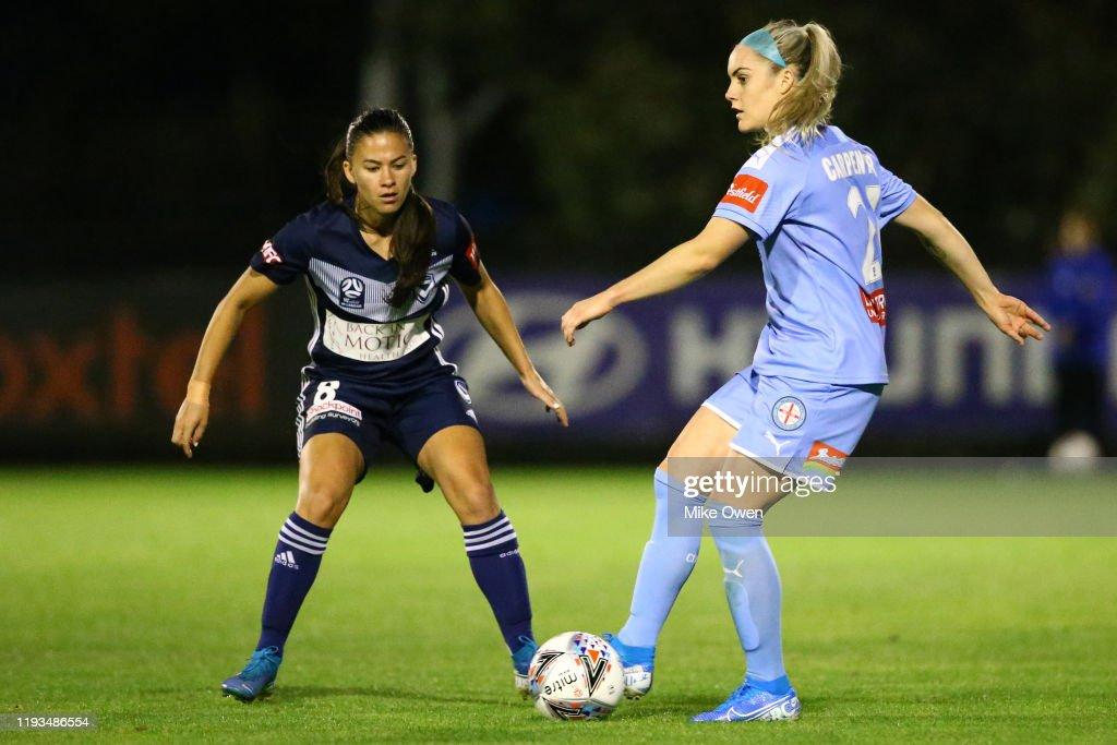 W-League Rd 5 - Melbourne City v Melbourne Victory : News Photo