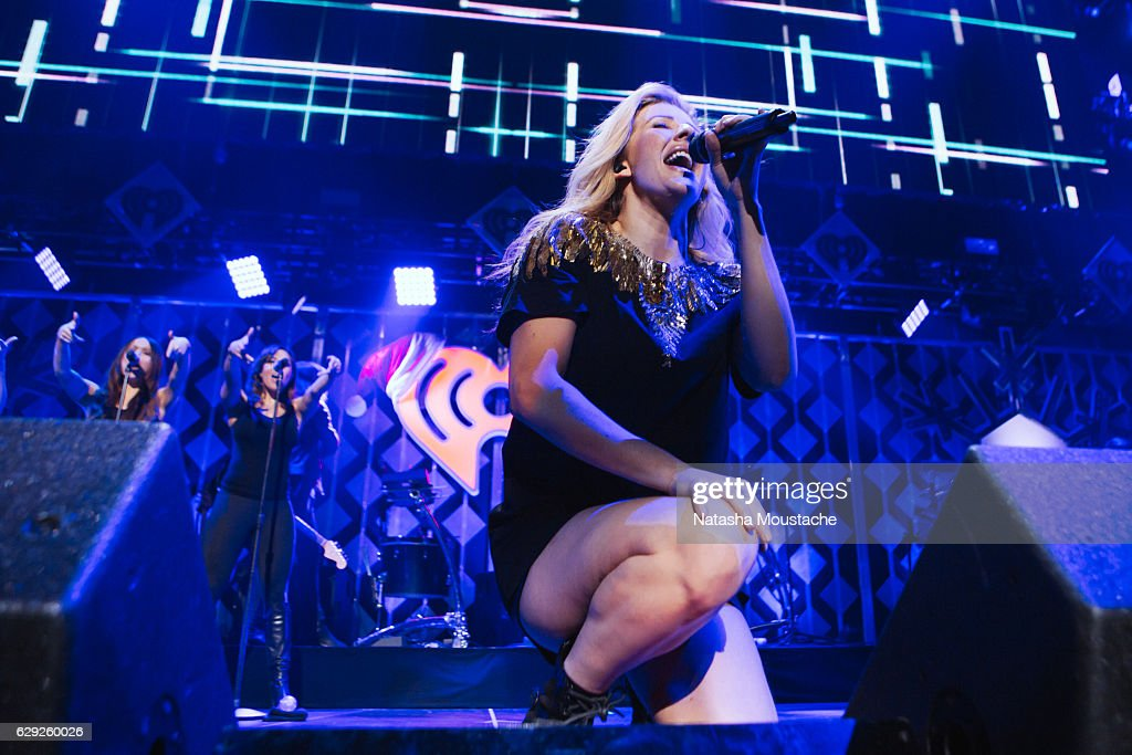 Ellie Goulding performs onstage at TD Banknorth Garden on December 11, 2016 in Boston, Massachusetts.