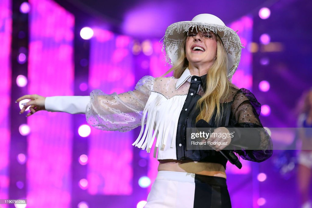 Cowboys Halftime Show Thanksgiving 2020.Ellie Goulding Performs The Halftime Show At The