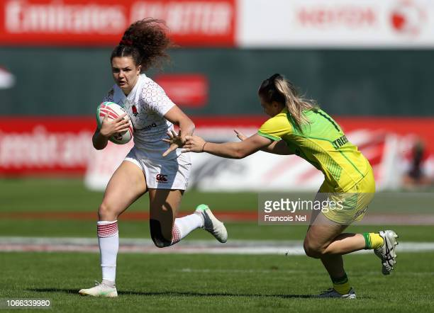 Ellie Kildunne of England runs with the ball on day one of the Emirates Dubai Rugby Sevens HSBC World Rugby Sevens Series at The Sevens Stadium on...