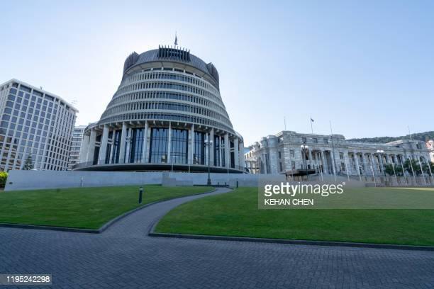 ellington the beehive parliament building new zealand - ニュージーランド首都 ウェリントン ストックフォトと画像