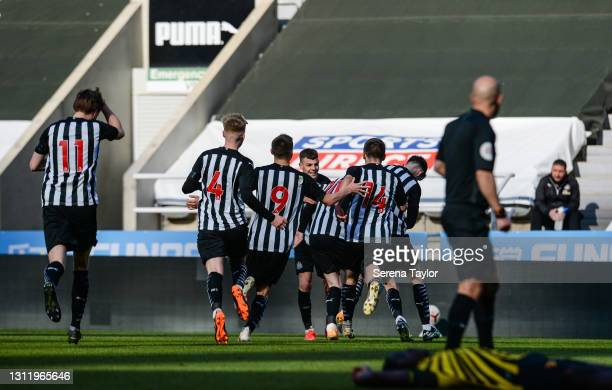 Elliot Anderson of Newcastle United celebrates with teammates after he scores the winning goal in injury time of extra time during the fifth round of...