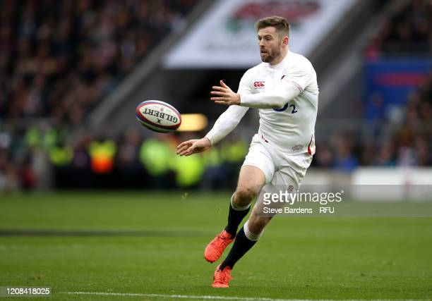 Elliot Daly of England passes the ball during the 2020 Guinness Six Nations match between England and Ireland at Twickenham Stadium on February 23...